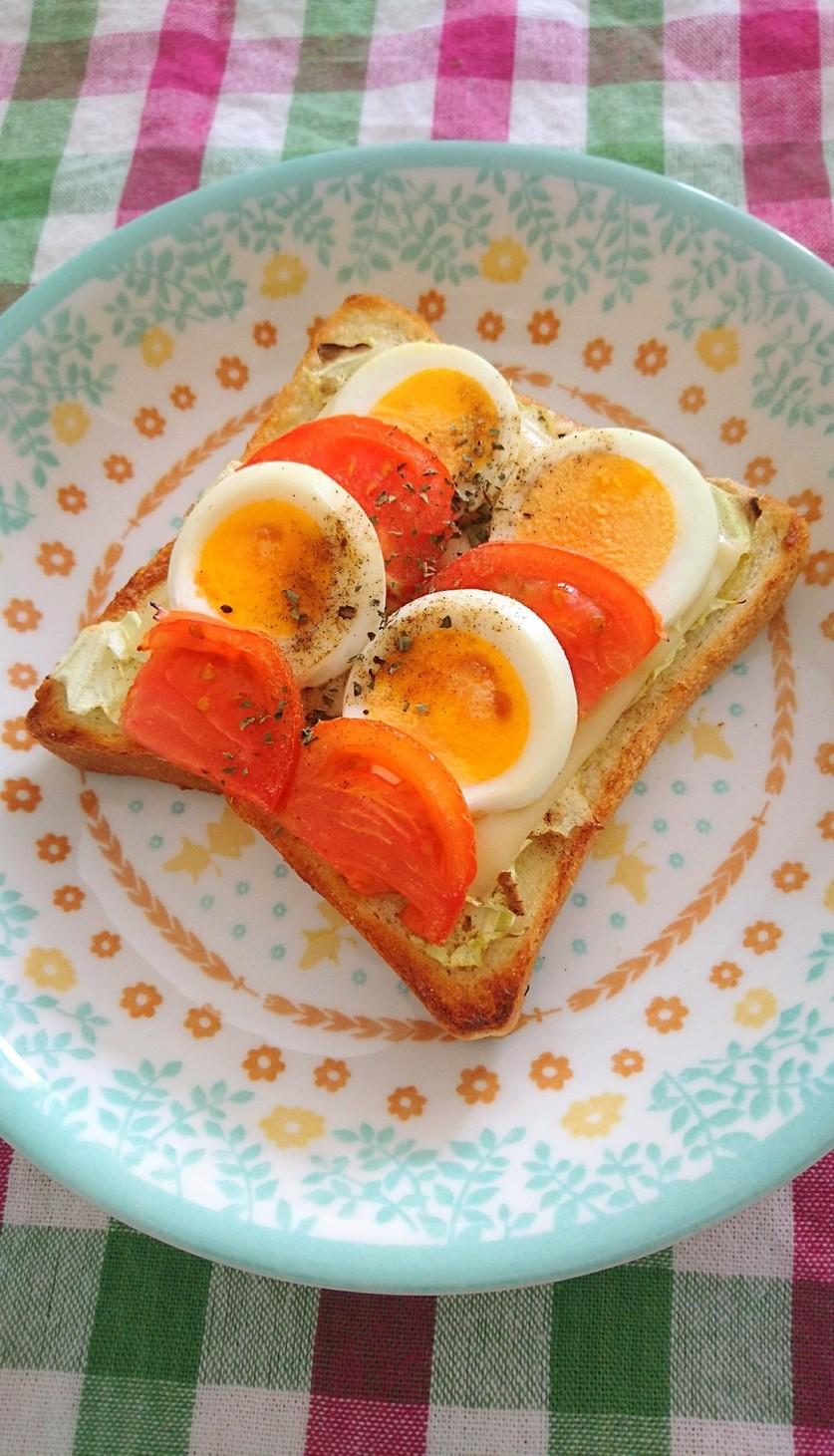 *トマトとゆで卵のマヨチーズトースト*