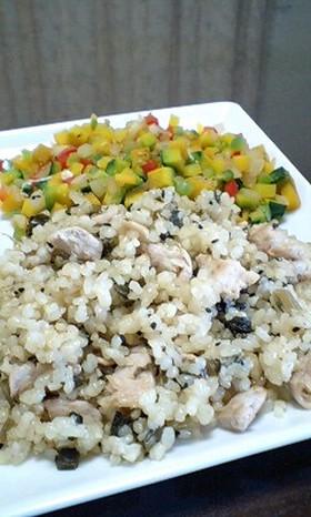 マグロと野沢菜炒飯とカラフルサラダ