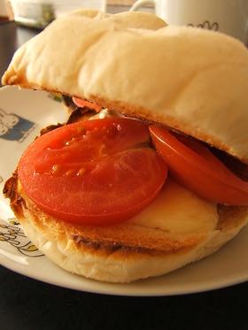 サクふわトマトとチーズのサンドイッチ