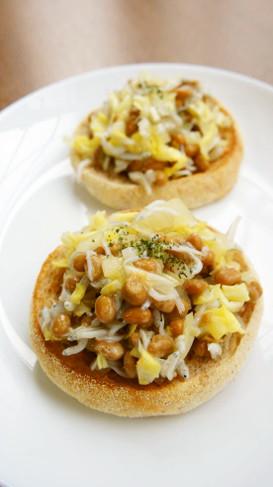 春野菜・しらす・納豆のオープンサンド