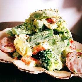 アボカドのガーリックマスタード風味サラダ