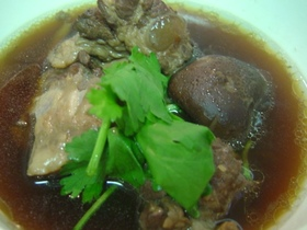 圧力鍋で漢方スープ:肉骨茶(バクテ)