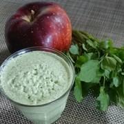 クレソンとりんごと牛乳のスムージーの写真