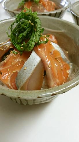 めんつゆで♪簡単&豪華なサーモンの漬け丼