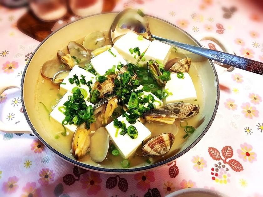 春の味♪あさり入り湯豆腐。