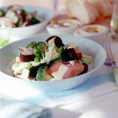 ブロッコリーと鮭のマヨネーズサラダ