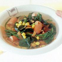 ほうれん草とにんじんのコンソメスープ