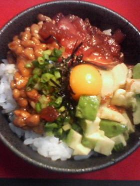 カリフォルニア風≪五色納豆丼≫