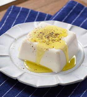 シンプルだけど絶品。オリーブオイル塩豆腐