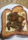 ビーツ入り食パンで・カレーチーズトースト