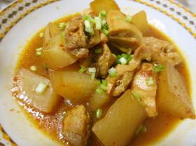 【ホシサン鍋の素】鶏肉と大根の甘辛キムチ