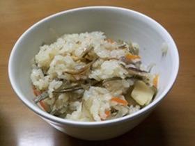 イリコ(煮干し)入り炊き込みご飯