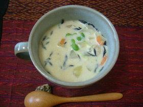 豆乳とひじきのゴロゴロスープ