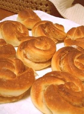 ザラメとシナモンのねじりパン