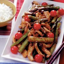 鶏肉とアスパラのカレー炒め
