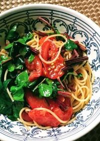 サラダほうれん草とトマトのパスタ