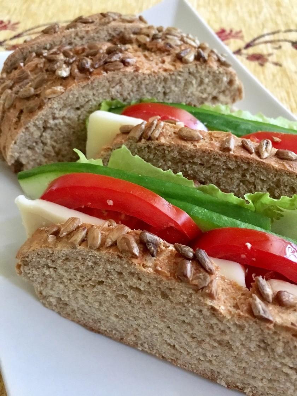 手捏ねでも簡単、全粒粉100%のパン