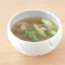 アスパラガスとマッシュルームの洋風スープ