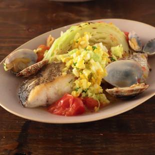 焼きキャベツと鯛の蒸し煮 ミモザソース