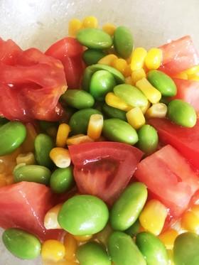 トマト、枝豆、コーンのいろどりサラダ