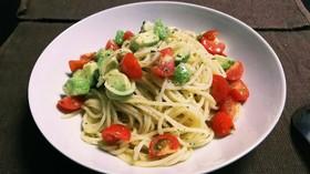 簡単☆アボカドとプチトマトの冷製パスタ