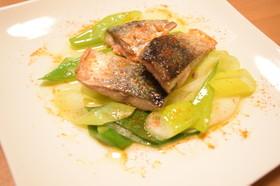 鯖と葱のポワレ カイエンペッパー風味