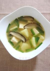 具沢山♪ニラとじゃがいもと椎茸の味噌汁