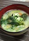 青海苔が決め手!小松菜とおあげの白味噌汁