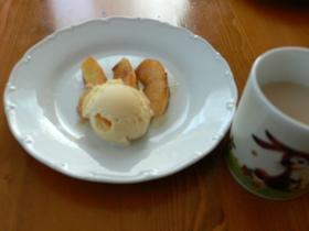 簡単おやつ☆りんごのソテーアイスのせ