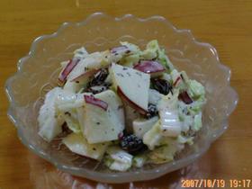 白菜とリンゴのゆかりサラダ