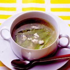 きぬさやと鶏ひきの中華風スープ