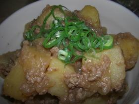 挽き肉とじゃが芋の炊いたん