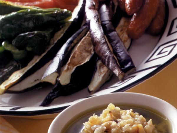焼き野菜とソーセージのにんにくディップ