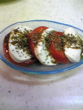 カプレーゼ(トマトとモッツァレラの前菜)
