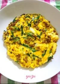 お弁当や朝食夕食に♪ニラとひき肉の卵焼き