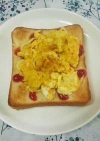 パンにチーズカレースクランブルエッグ