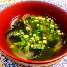 ☆5分で完成☆新玉葱とわかめの中華スープ