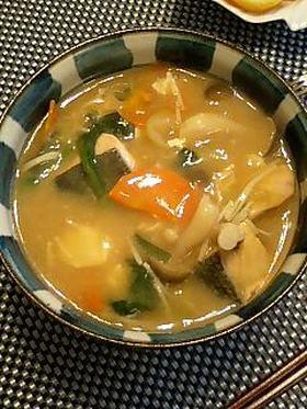 たっぷり野菜と鮭の味噌煮込みうどん