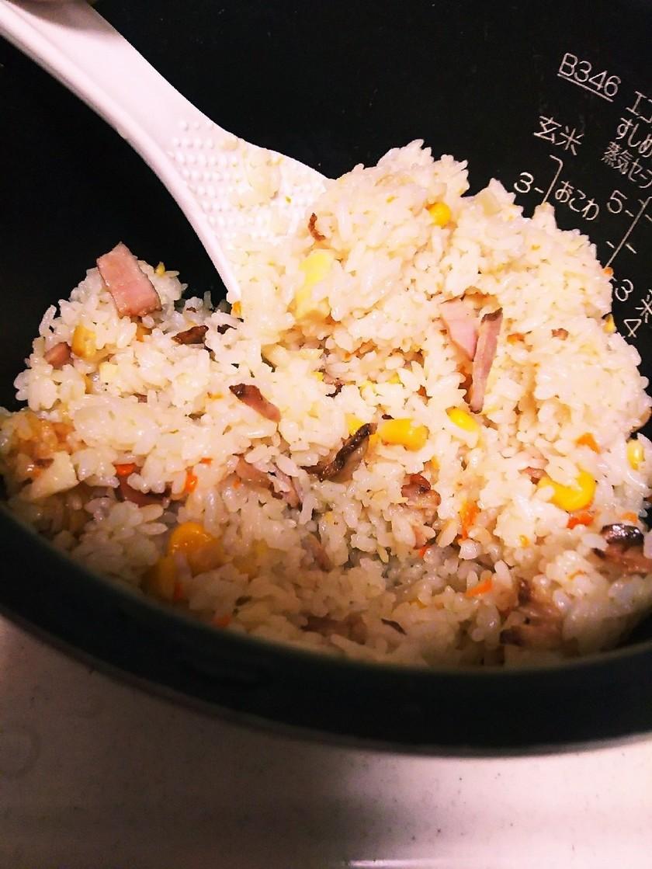 炊飯器で簡単*市販焼き豚の中華おこわ風