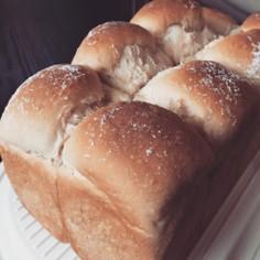 ボリューム満点!黒糖米粉パン