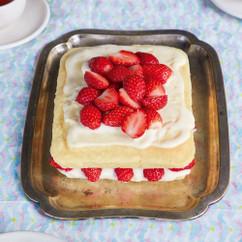 豆乳カスタードと米粉スポンジのショートケーキ