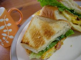 休日の朝食は♫ 夫が喜ぶホットサンド