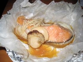 鮭とほたての包み焼き