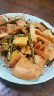 筍とわらびの煮物の写真