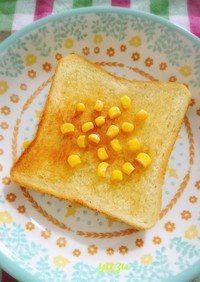 朝食ランチに♪コーンのせメープルトースト