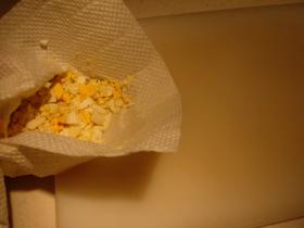 まな板を汚さずにゆで卵をみじん切り!
