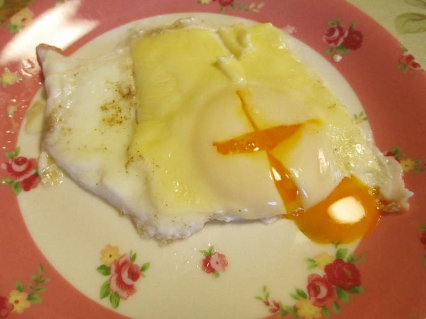 目玉焼きにチーズ(^^♪