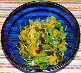 イクラと黄菊、かいわれ菜の和えもの