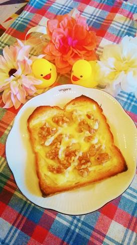 クルミとチーズのトースト