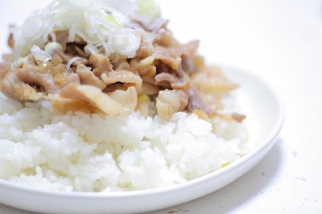ねぎ塩ダレDE豚バラ丼